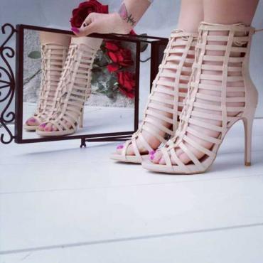 Sandalo Beige Traforato Con Zip Anteriore  E Lacci New Collection  2019