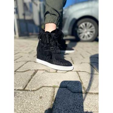 Sneaker Con Frange E Zeppa Interna