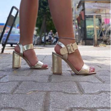 Sandalo Con Tacco Quadrato Fascia Larga Alla Caviglia Con Fibbia