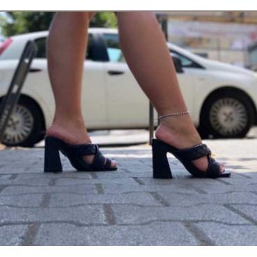 Sandalo Con Tacco Quadrato Asimmetrico Fascia  A Treccia Incroci