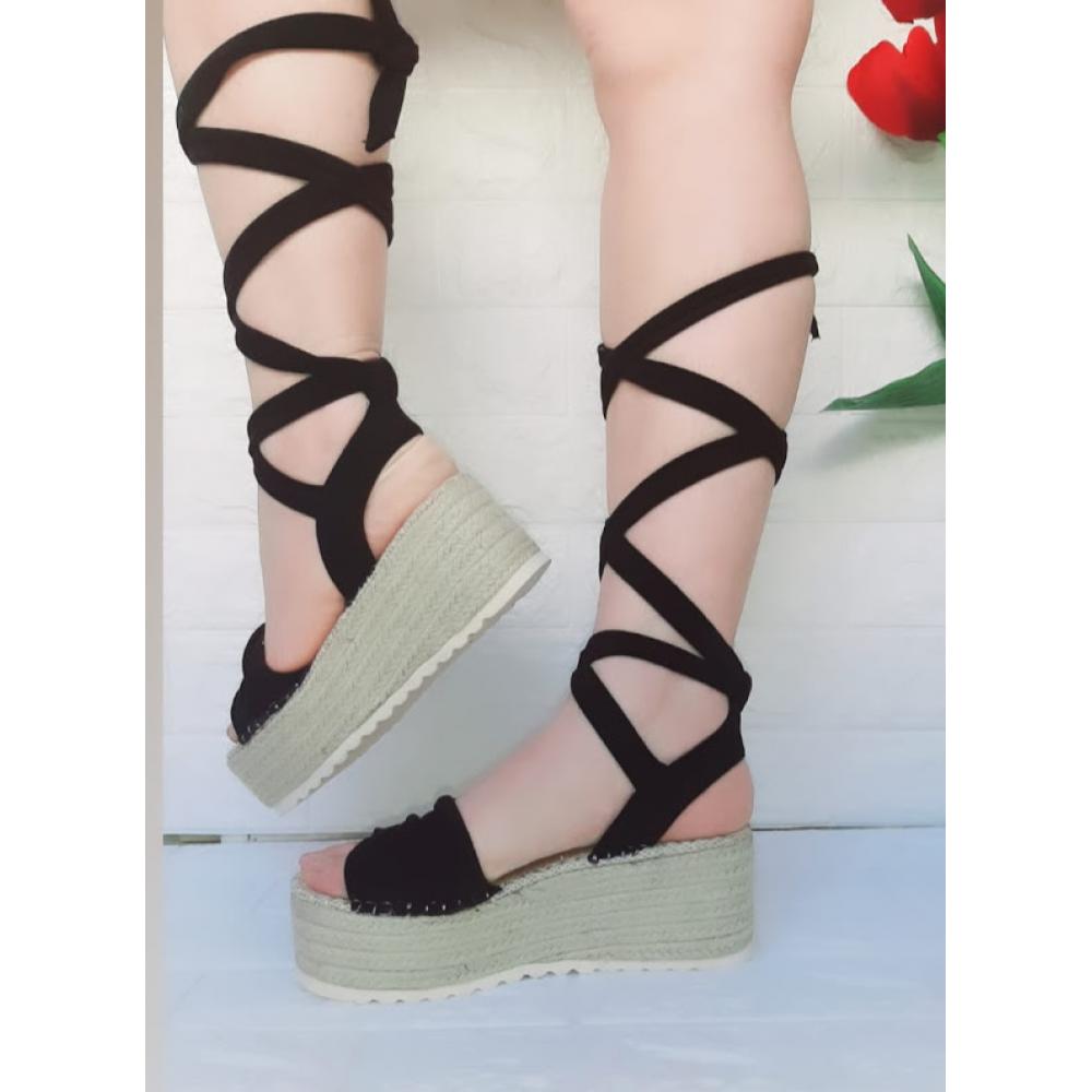 Sandalo Con Zeppa E Alla Schiava Spuntato