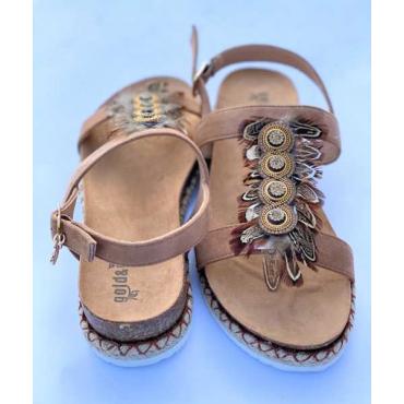 Supe Sandalo Con Piume E Fondo Comodo Cuoio