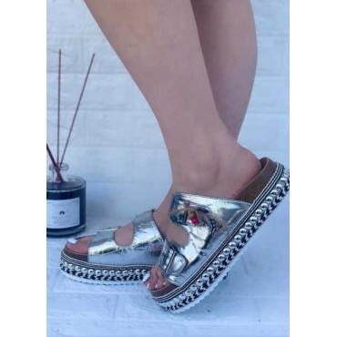 Stupendo Sandalo Con Zeppa E Borchie Fondo Alto Silver