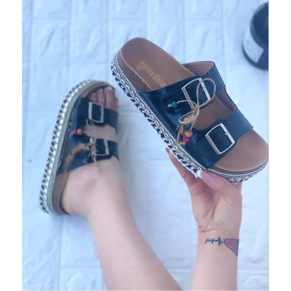 Stupendo Sandalo Con Zeppa E Borchie Fondo Alto  Nero